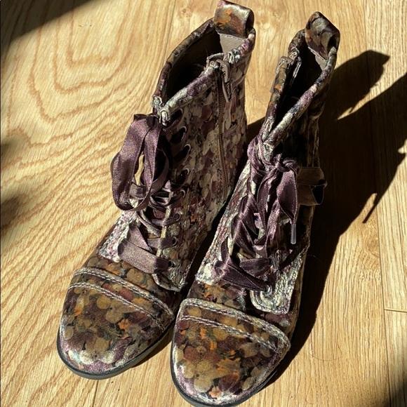 Girls Boots sz 1